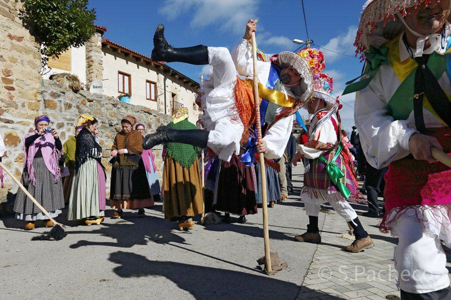 Zamarrones en el valle de Polaciones Cantabria Carnavales